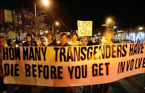 Protestmars met slogan op spandoek