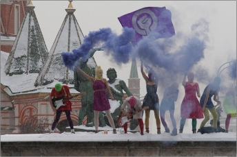 Pussy_Riot_at_Lobnoye_Mesto_on_Red_Square_in_Moscow_-_Denis_Bochkarev
